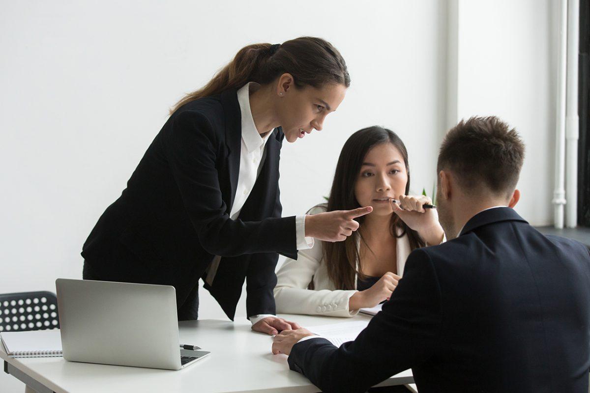 改善必須!離職率の高い部署の原因と解決方法